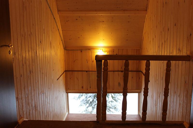 Ергаки-проживание-дом№1-лестница