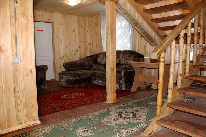 Ергаки-проживание-дом№1-холл-туалет